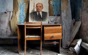 Picture table, chair, Lenin, stuff