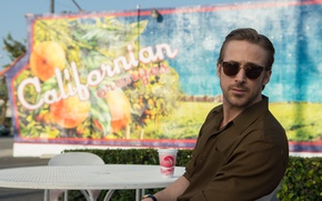 Wallpaper frame, glasses, shirt, Cup, romance, table, Ryan Gosling, Ryan Gosling, the musical, La-La Land, The ...