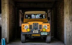 Wallpaper Machine, Yellow, Parking, Wall, Land Rover