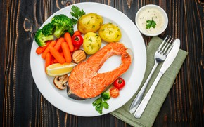 Wallpaper greens, table, fish, plate, knife, plug, vegetables, tomatoes, carrots, sauce, napkin, potatoes
