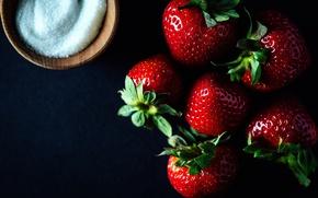 Picture berries, sugar, ripe strawberries