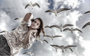 Picture the sky, girl, birds