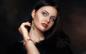 Picture look, face, style, model, watch, hand, portrait, earrings, makeup, fur, Alexander Drobkov-Light, Natalia Gurova