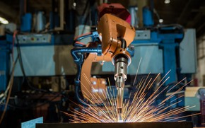 Picture precision, sparks, Robotic welding