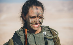 Picture girl, smile, soldiers