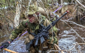 Picture weapons, puddle, soldiers, Norwegian Army