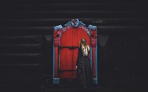 Picture girl, house, the door