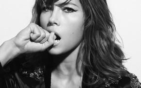 Picture actress, brunette, Jessica Biel