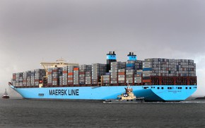 Picture The ship, Line, Cargo, A container ship, Tugs, Container, Maersk, Maersk Line, Tug, Maersk, MC-Kinney …