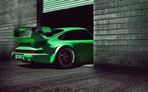 Picture green, Porsche 911, back view