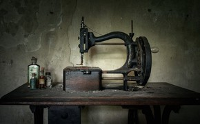 Picture dust, old, sewing machine