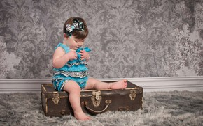 Picture girl, outfit, fur, suitcase, sitting