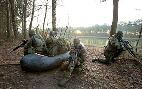 Picture nature, weapons, army, soldiers, inflatable boat