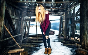 Picture girl, jeans, the barn, the ruins, logs, sweater, Veronica, knee