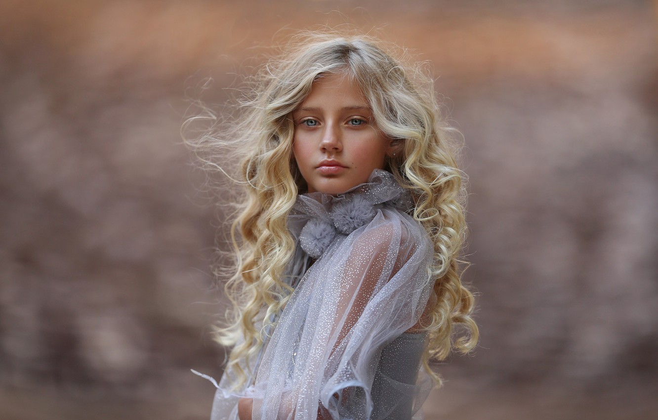 Photo wallpaper portrait, girl, curls, Katie Andelman