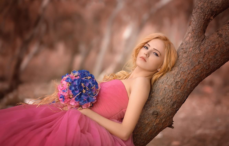 Photo wallpaper girl, flowers, tree, bouquet, dress, blonde, neckline, trunk