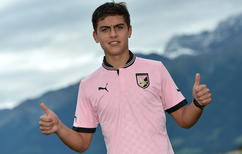 Photo wallpaper mountains, striker, Palermo, Pink-black, Paulo Dibala