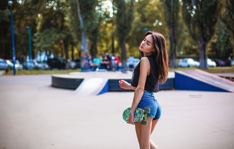 Photo wallpaper trees, Park, stay, shorts, makeup, Mike, hairstyle, brown hair, skate, Playground, cute, bokeh, skateboard, Evgenia, …