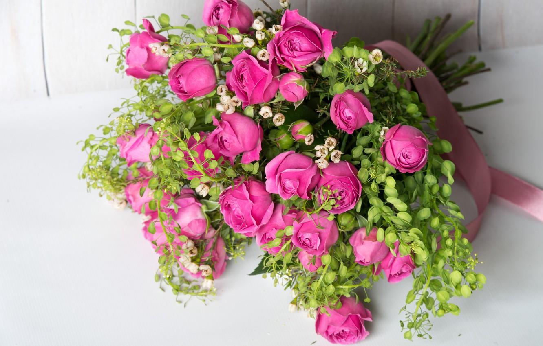 Photo wallpaper greens, roses, bouquet