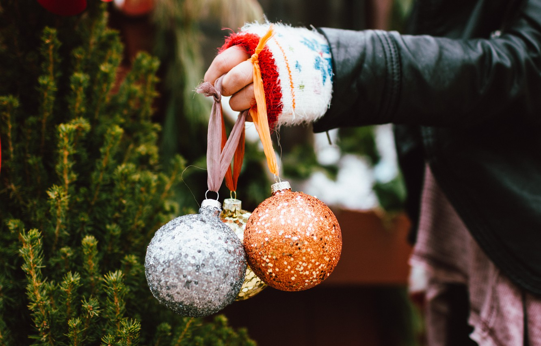 Photo wallpaper balls, balls, new year, hand, decoration, Christmas