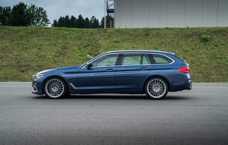 Photo wallpaper grass, asphalt, the building, BMW, profile, 4x4, universal, Alpina, 4WD, Combi, dark blue, 2017, G31, …