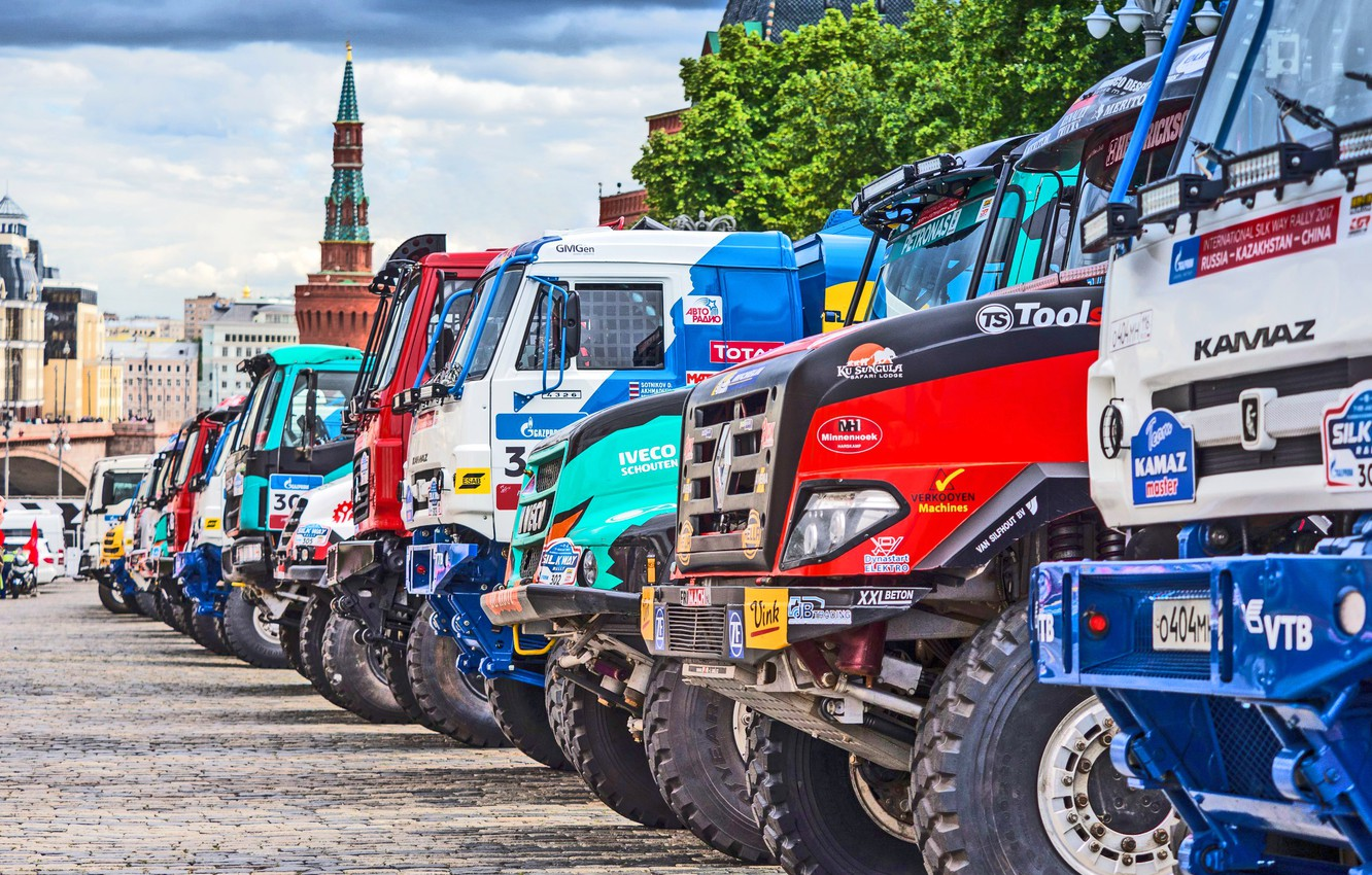 Photo wallpaper The city, Sport, Master, Moscow, Renault, Trucks, Russia, Red square, Kamaz, KAMAZ, Start, Overcast, IVECO, …