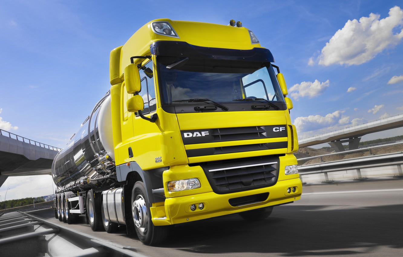 Photo wallpaper yellow, movement, track, DAF, tank, tractor, DAF, Space Cab, the trailer, Euro5, 6x2, DAF CF85.410
