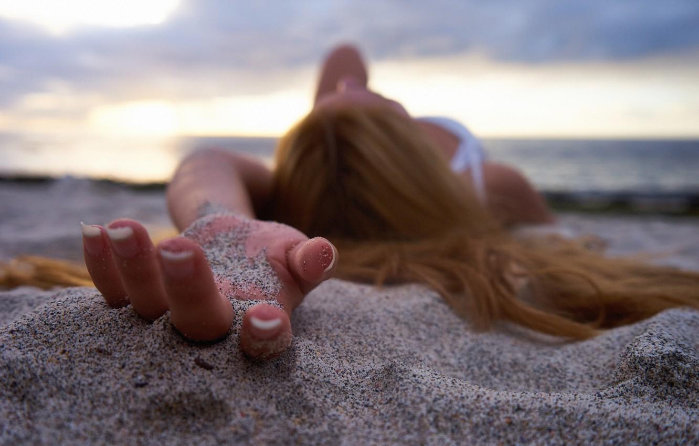 Photo wallpaper sand, girl, macro, hair, fingers, manicure