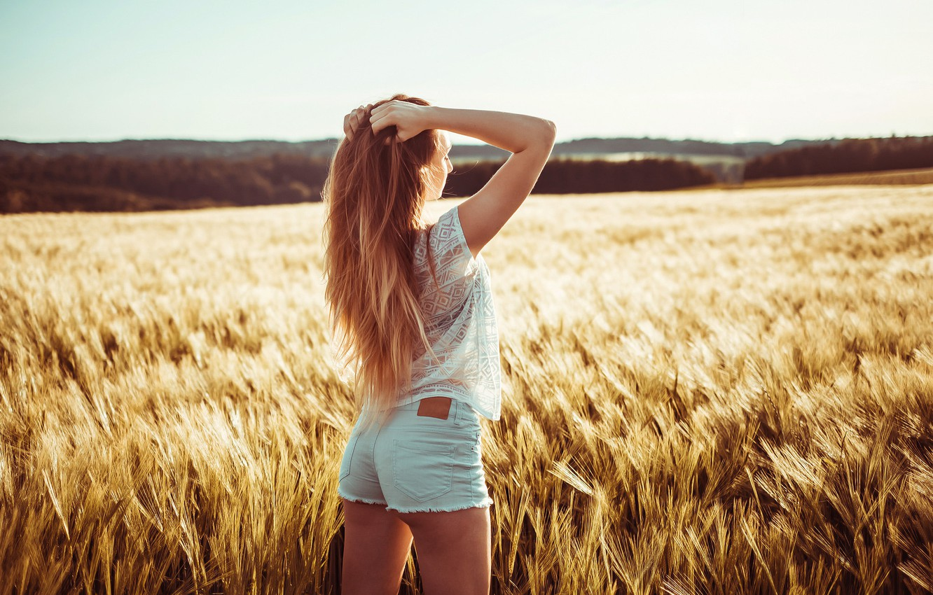Photo wallpaper field, girl, the sun, landscape, shorts, Mike, figure, hairstyle, ears, is, redhead, photoshoot, nature, posing, …