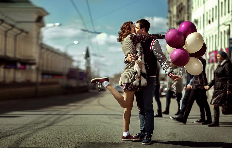 Photo wallpaper girl, balls, joy, street, meeting, kiss, guy, lovers