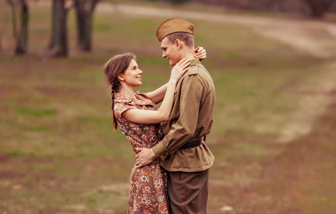 Photo wallpaper girl, retro, meeting, soldiers, guy, pussy, military, tunic