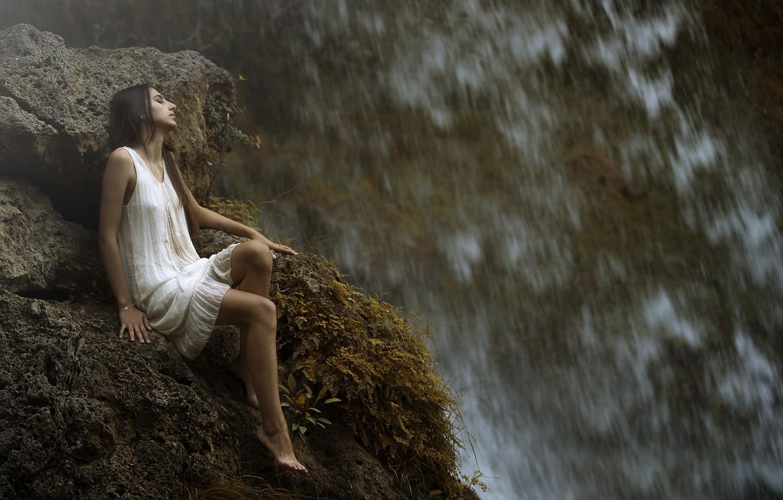 Photo wallpaper girl, drops, waterfall, legs, Maria Nita