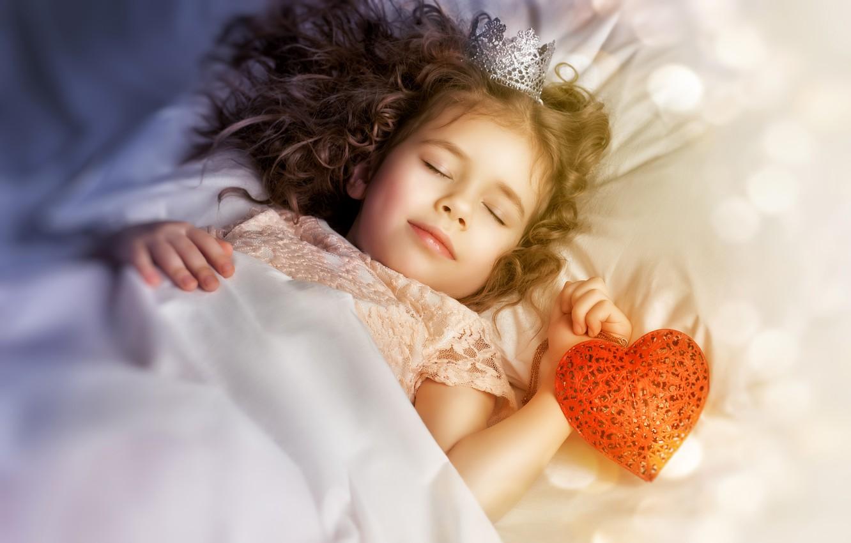 Photo wallpaper heart, sleep, crown, girl, Princess, child, bokeh