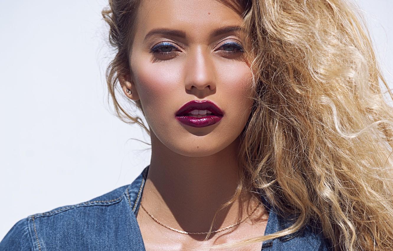 Photo wallpaper portrait, curls, Regina Todorenko