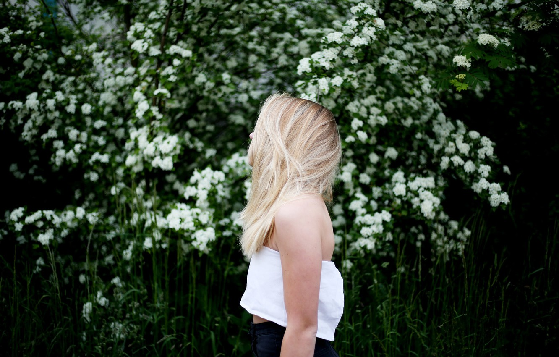 Photo wallpaper girl, Bush, blonde, profile, white flowers