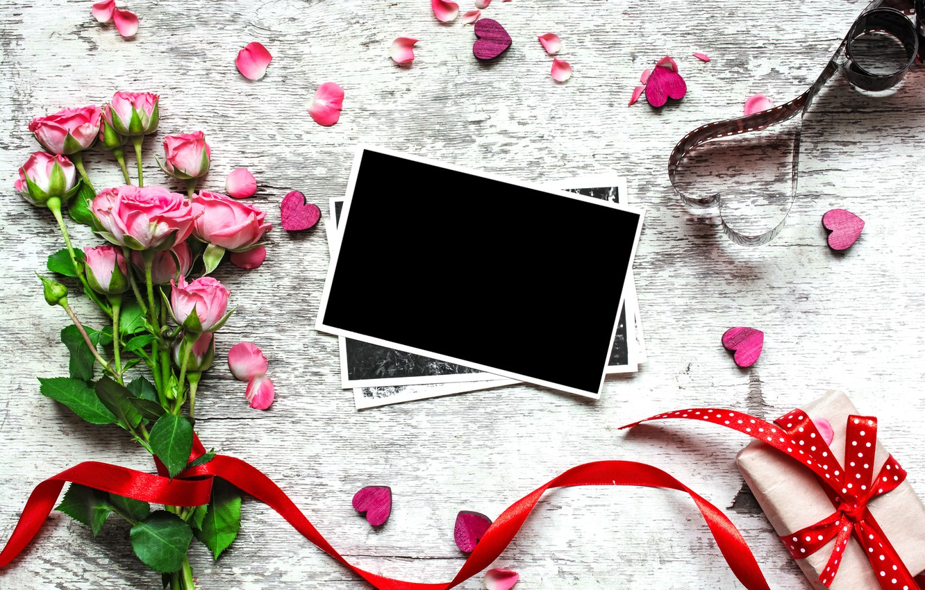 Photo wallpaper flowers, photo, roses, bouquet, frame, petals, gifts, hearts, love, vintage, photo, wood, pink, romantic, hearts, …