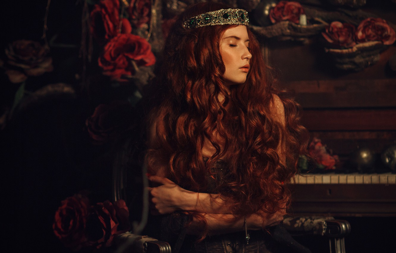 Photo wallpaper girl, decoration, darkness, room, roses, red, piano, piano, Diadema, Princess, curls, closed eyes, long-haired