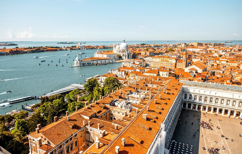 Photo wallpaper the sky, river, home, boats, roof, horizon, Italy, panorama, Venice, boats, Sunny