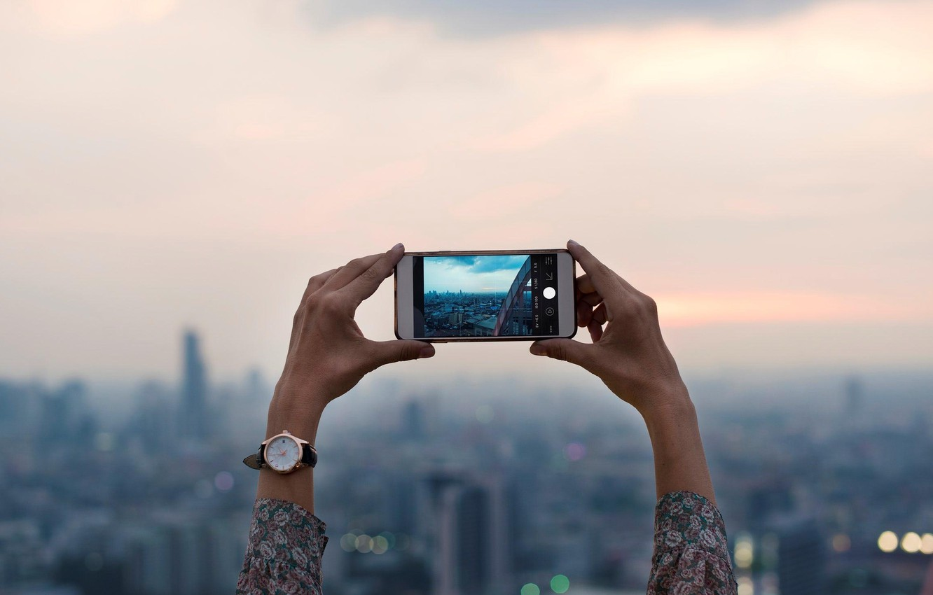 Photo wallpaper watch, the evening, hands, phone, blur