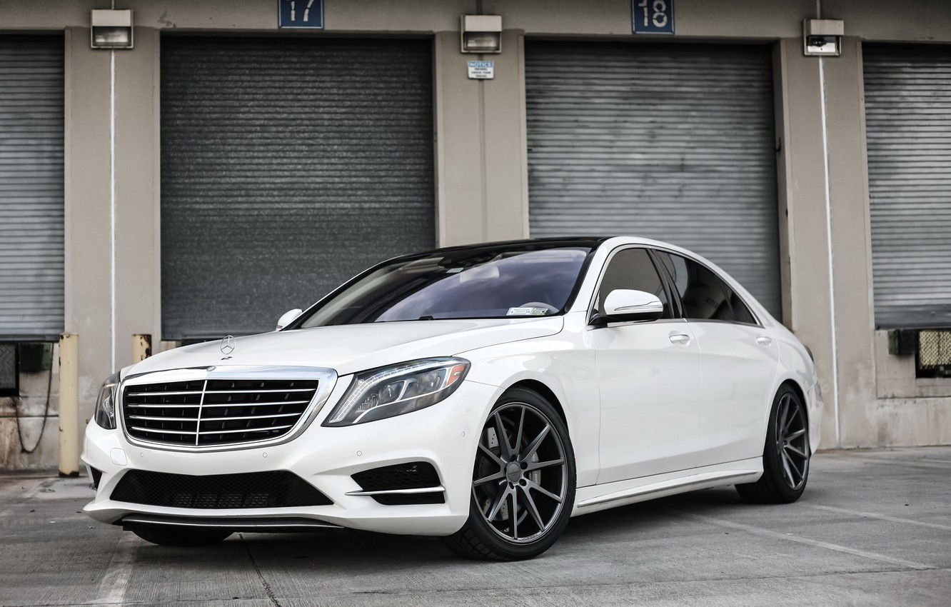 Photo wallpaper Mercedes, black, with, S550, roof, painted, gloss