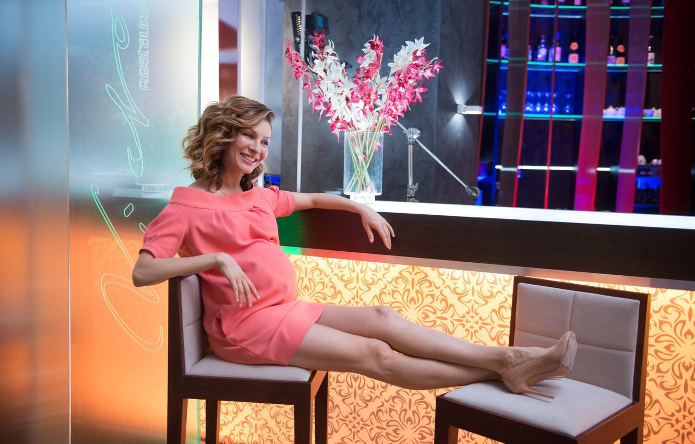 Photo wallpaper girl, joy, flowers, smile, bar, dress, Kitchen, the hotel, Elena Armin Van Buuren
