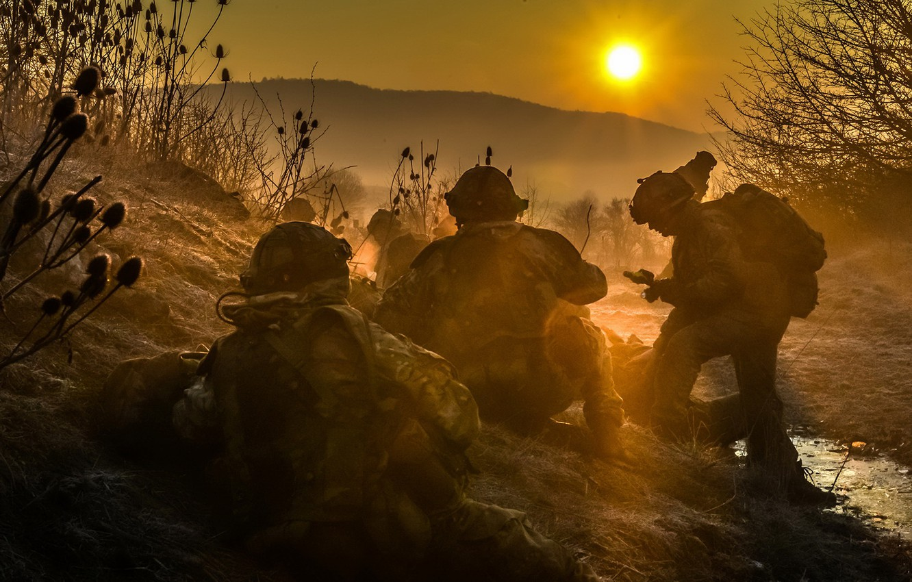 Photo wallpaper sunset, fog, weapons, soldiers