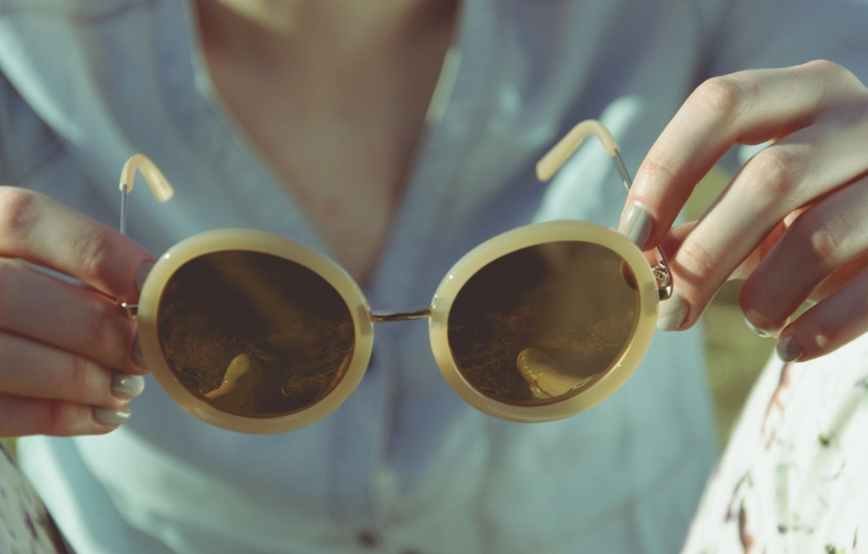 Photo wallpaper girl, glasses, manicure