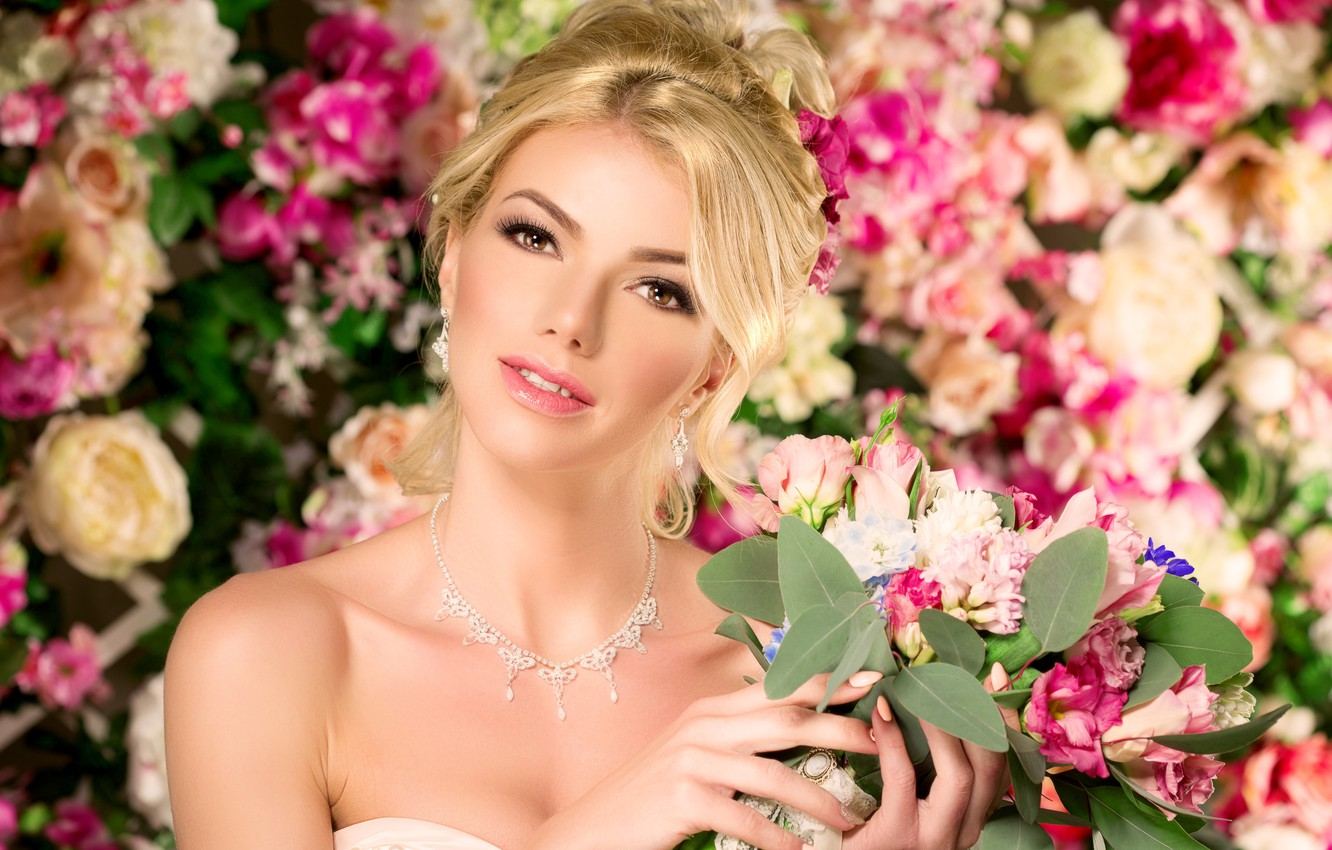 Photo wallpaper girl, decoration, flowers, background, bouquet, earrings, necklace, makeup, hairstyle, blonde, beauty