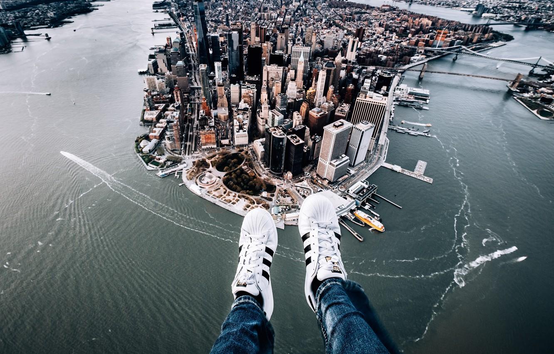 Photo wallpaper the city, feet, New York, panorama, Manhattan, sneakers, Manhattan, New York City, Hudson River, East …