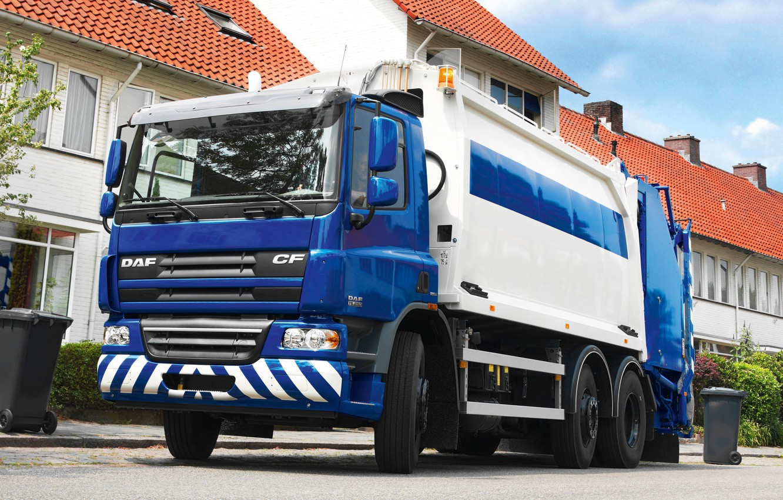 Photo wallpaper blue, tree, home, shrub, DAF, DAF, machinery, Euro5, garbage truck, DAF CF75.250, 6x2