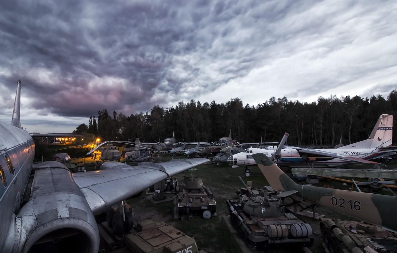 Photo wallpaper tanks, aircraft, Mission Accomplished