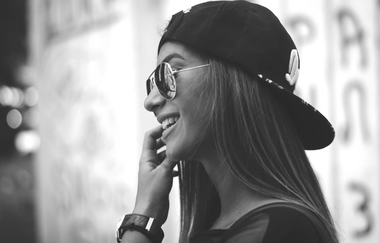 Photo wallpaper girl, smile, teeth, glasses, black and white, baseball cap