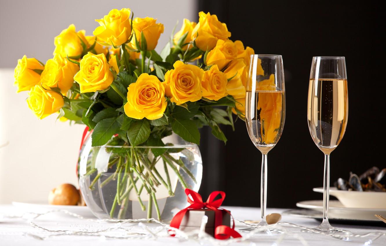 Photo wallpaper gift, roses, yellow, glasses, vase, champagne, yellow, decor, vase, roses, table