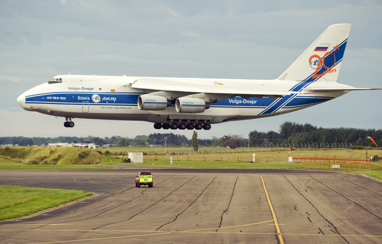 Wallpaper The Plane Strip Wings Engines Soviet Landing An 124